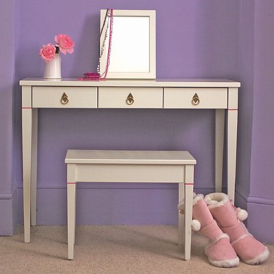 http://manolohome.com/wordpress/wp-content/uploads/2009/11/dressing-table-4.jpg